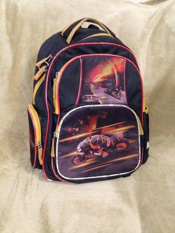 рюкзак школьный бу для мальчика Kite Кайт с 1 по 4 класс.Ортопедически