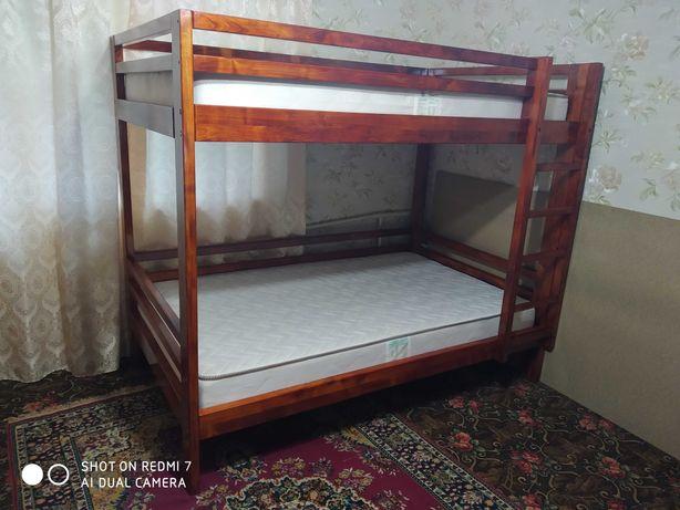 Продам 2х ярусную кровать з матрасами