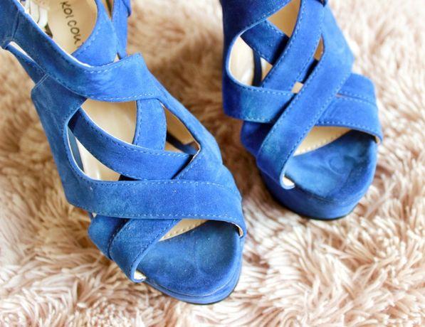 Niebieskie sandały na koturnie na lato zamszowe letnie buciki buty