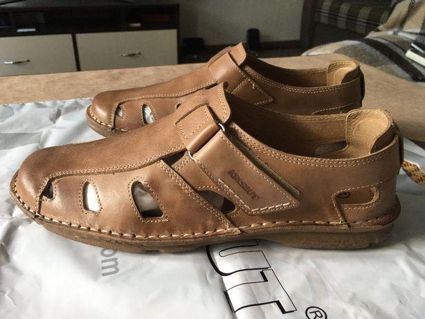 Продам сандали.