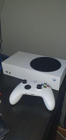 Xbox series s stan perfekcyjny 2 pady + FIFA 22, akumulatory