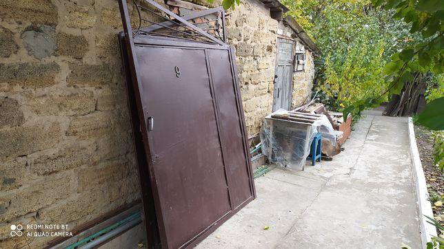 Ворота металлические с калиткой.