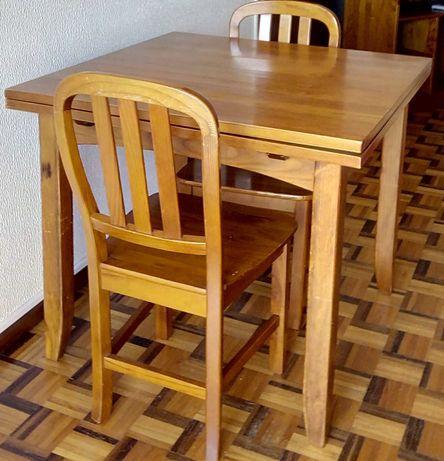 Mesa em pinho extensível/dobrável + 4 cadeiras