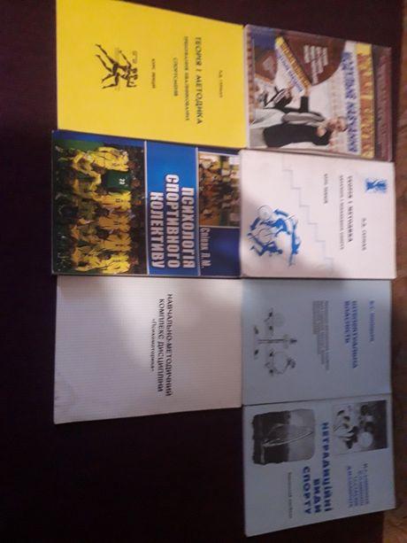 Книги, посібники для студентів