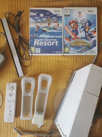 Consola WIii branca + acessórios + 2 jogos.