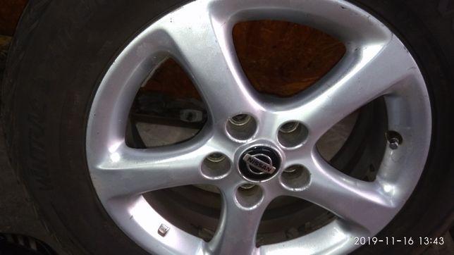 Диски Nissan R16 5*114.3 шины зима Vredestein 215 60