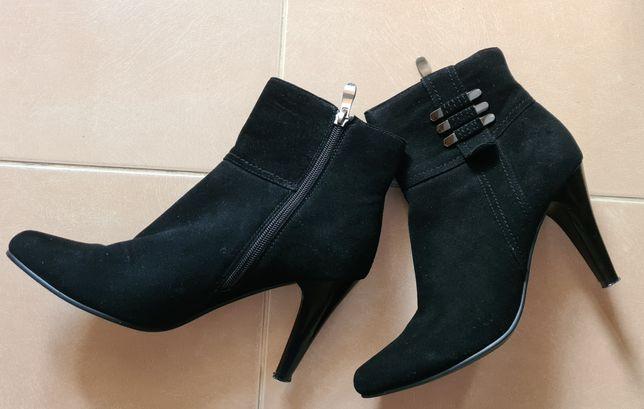 Ботинки замшевые новые