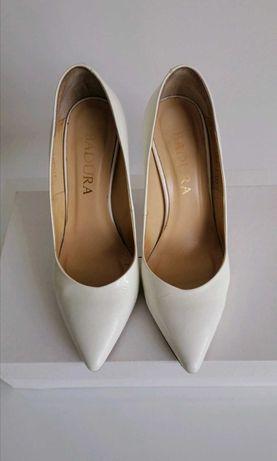 Buty ślubne Badura śmietankowe lakierki