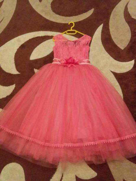 Выпускное платье. В подарок взрослое платье