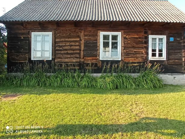 Drewniany dom z bali do rozbiórki