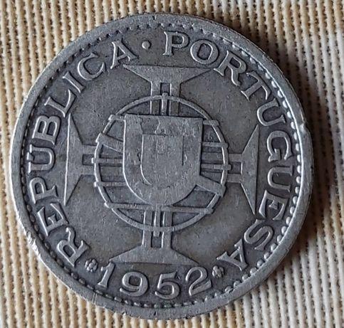 Moeda de 20 escudos de Angola em prata