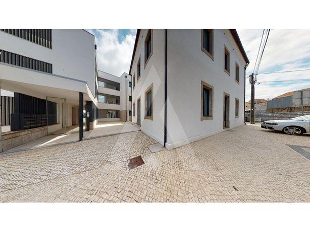 Loja nova no centro de Esgueira