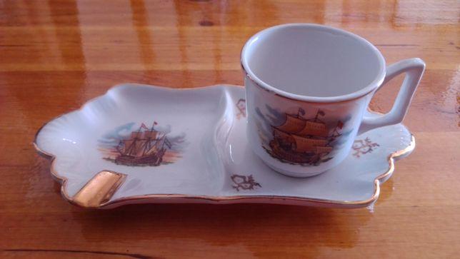 Conjunto de Chávena e Pires Cinzeiro de Alcobaça