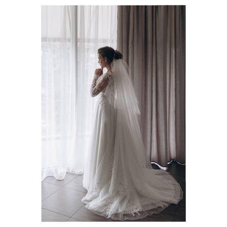 Свадебное платье с шлейфом А силуэт