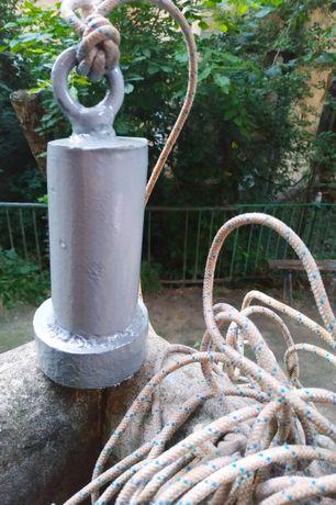 Якорь для лодки, сделан из металла, вес - 5 кг.