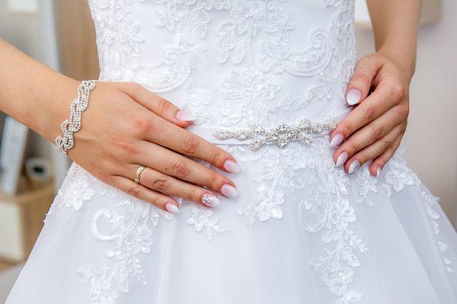 Suknia ślubna, kształt litera A