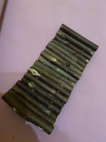 Mostek drewiany dla gryzoni.
