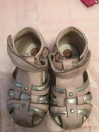 Sandalias chicco tamanho 21