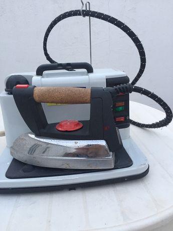 Ferro a vapor com caldeira