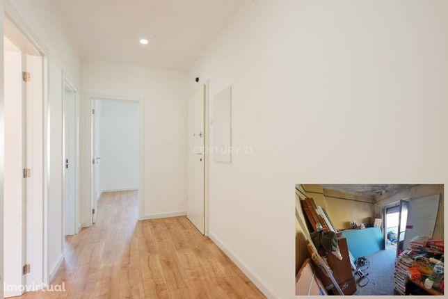 T2 com remodelação completa a estrear, com terraço de 30m2, na Venteir