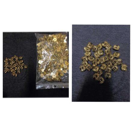 Botões dourados quadrados  - 408 unidades - 0,10€ cada *