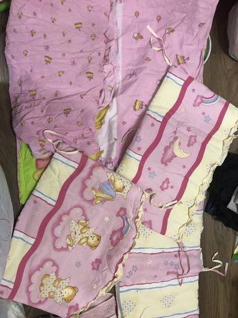 Постельное в детскую кроватку