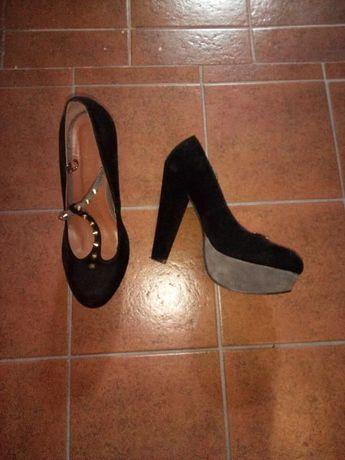 Sapatos pretos e cinza