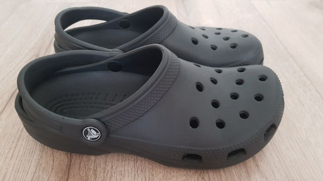 Продам фірмові crocs  W8