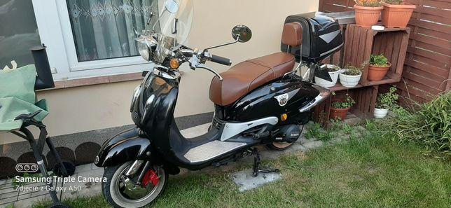 Fajny skuter retro.