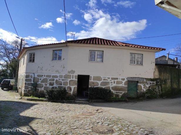 Moradia c/ 2 Pisos p/ Restauro - Carrazedo