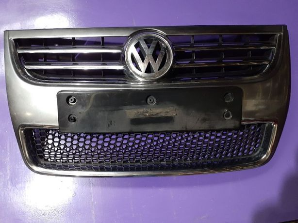 Решетка радиатора бампера Основная Volkswagen Touareg 2006-2009 г.в.