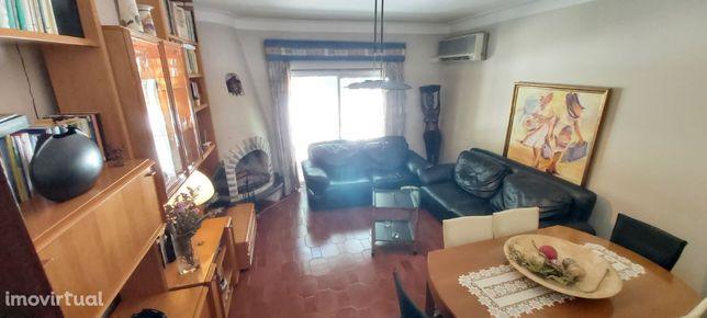 Apartamento T3 situado junto à estação rodoviária