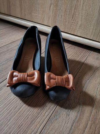 Buty półbuty na małej koturnie
