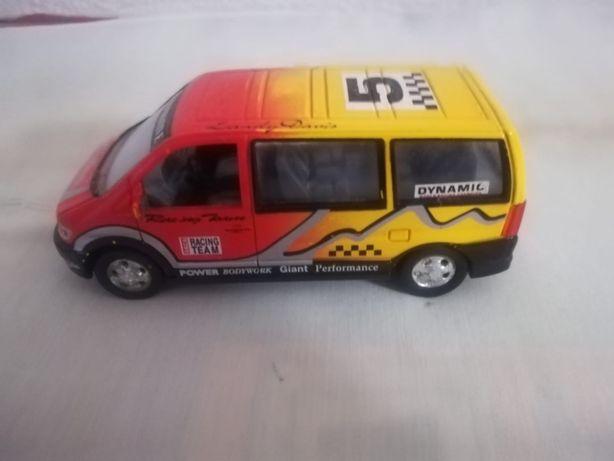 Carro modelo furgão em miniatura
