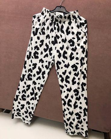 Стильные штаны с принтом коровы