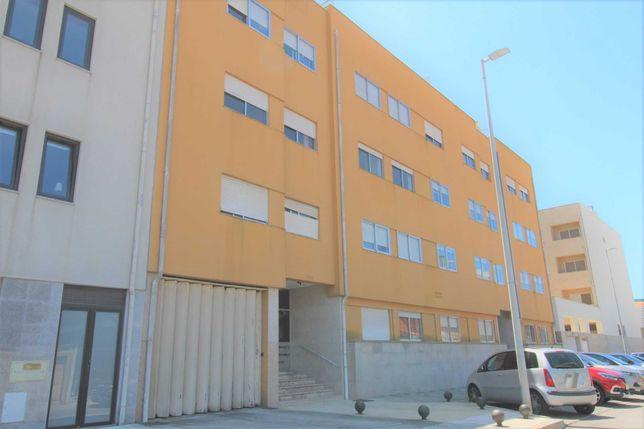"""Apartamento T2 junto ao metro da """"Senhora da Hora""""-R. da Estação Velha"""