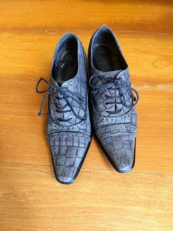 Sapatos em couro, tam. 37