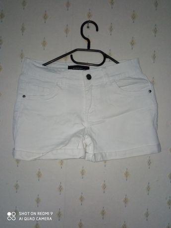 Białe damskie spodenki szorty r.S RESERVED