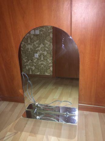 Продам зеркало в ванную с полочкой