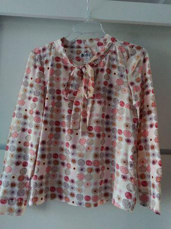 Różowa koszula we wzory