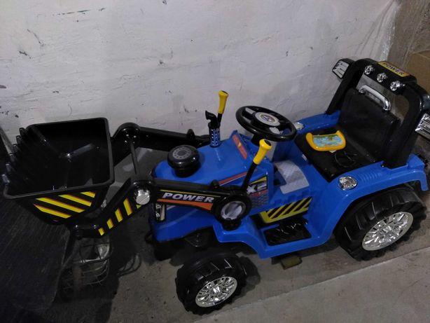 Продам детский трактор на электротяге.