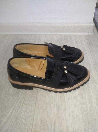 Стильные туфли лоферы с кисточкой на платформе