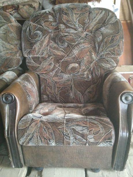 Кресла продам