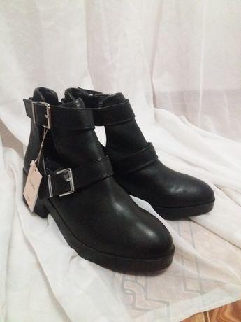 Обувь хорошая новая