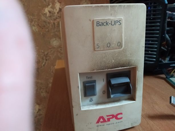 Бесперебойник стабилизатор APC Back UPS 500 с батареей