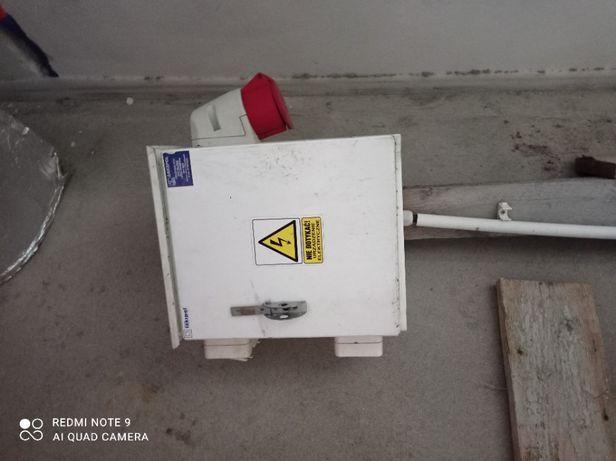 Skrzynka elektryczna, rozdzielnia po 1 budowie.