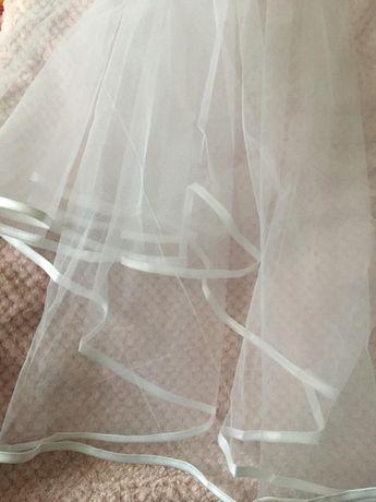 Welon ślubny z ozdobnym paskiem piękny