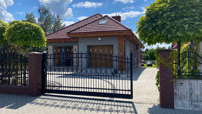Dom na granicy Bydgoszczy w Myślecinku w gminie Osielsko