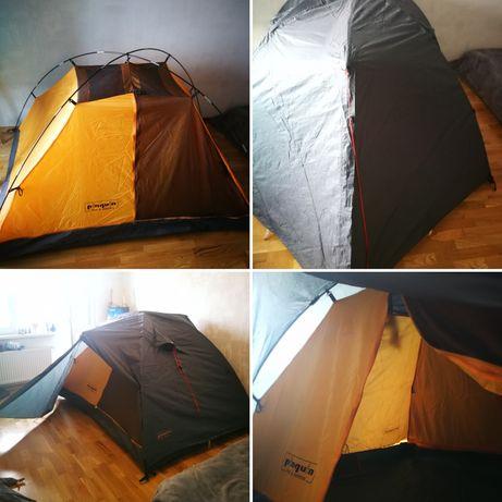 Спортивна палатка для походів Pinguin. (2+1персони)