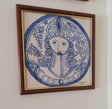 Vários quadros e 1 tabuleiro, em azulejo